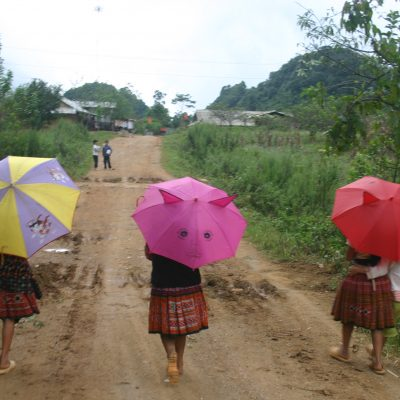 Sortie d'ecole Hmongs fleuris Hang Kia